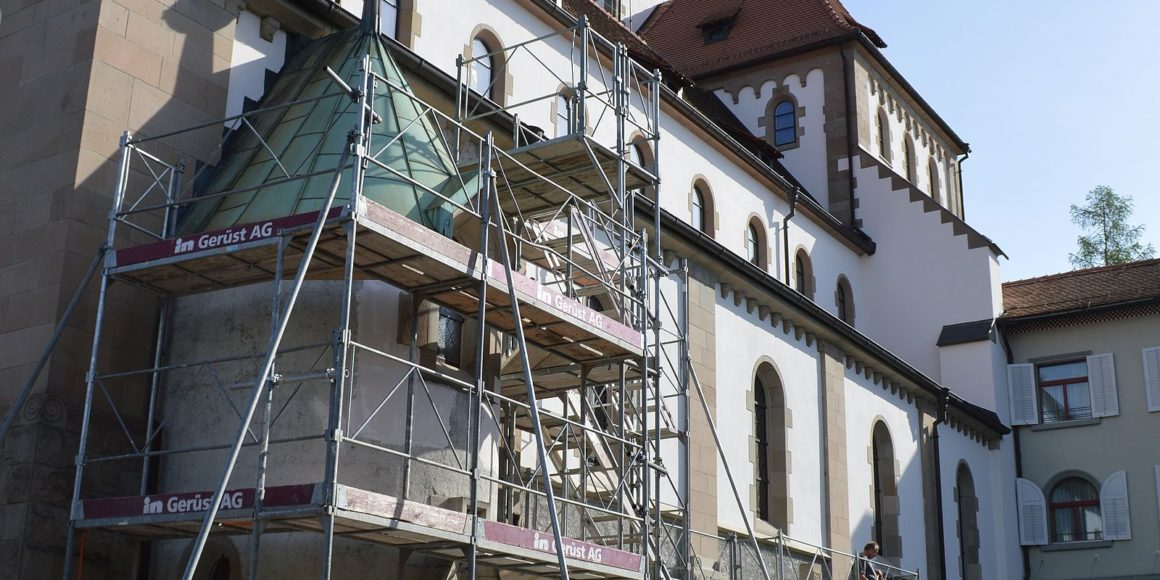 Renovationsgerüst um Kirche St.Georg