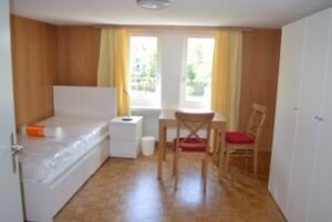 Katholische Kirche Küsnacht Erlenbach SozialprojektEinblick in ein möbliertes Zimmer