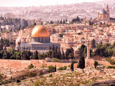 Jerusalem leuchtet in der Abendsonne: Tempelberg mit der goldenen Kuppel des Felsendoms