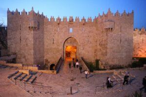 Durch das Damaskustor in die Jerusalemer Altstadt.