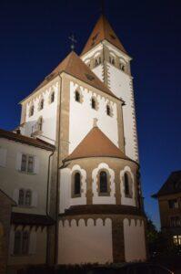 Katholische Kirche Küsnacht Erlenbach Kirchturm beleuchtet