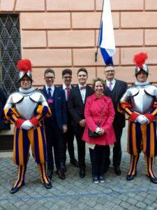 Familie Albert bei der Vereidigungsfeier 2019 im Vatikan