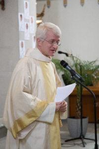 Diakon Matthias Westermann bei der Predigt