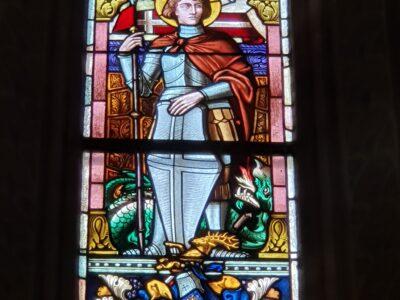 Hl. Georg im Kirchenfenster