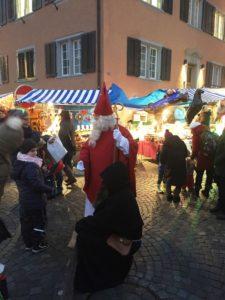 Samichlaus und Schmutzli am Weihnachtsmarkt